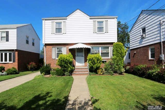 464 Latham Rd, Mineola, NY 11501