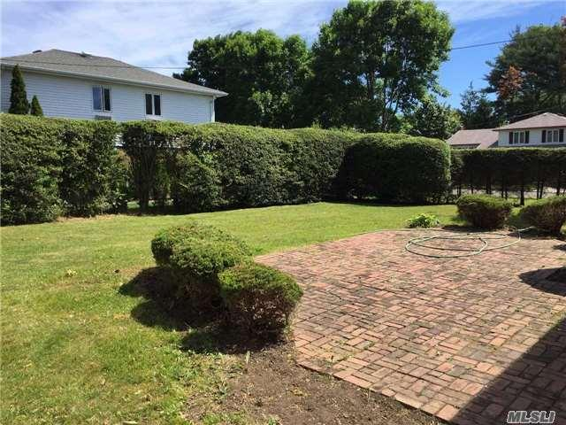 184 Timberline Dr Brentwood, NY 11717