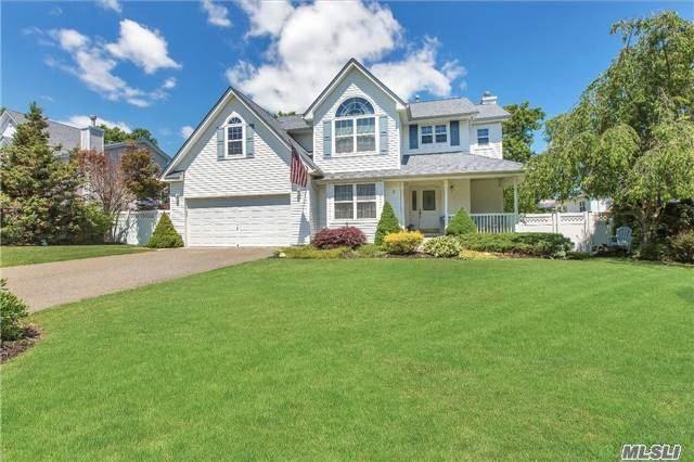 3 Tuthill Creek Dr Patchogue, NY 11772