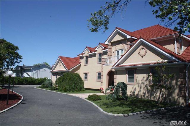 153 Awixa Ave Bay Shore, NY 11706