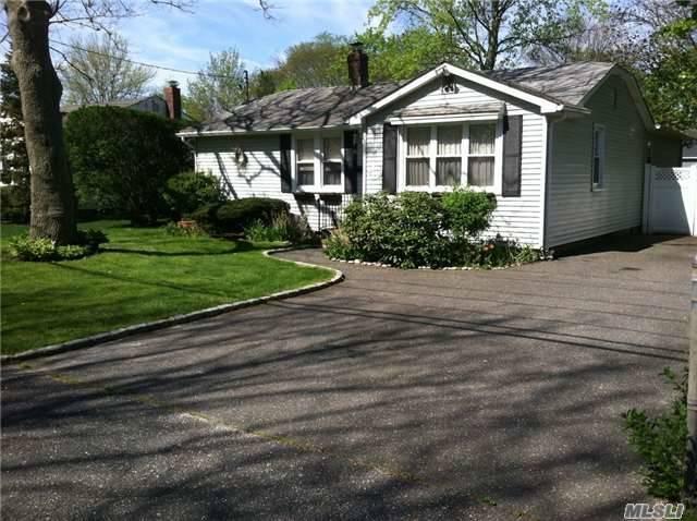 61 Eatondale Ave Blue Point, NY 11715