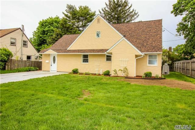 6 Dame St Brentwood, NY 11717