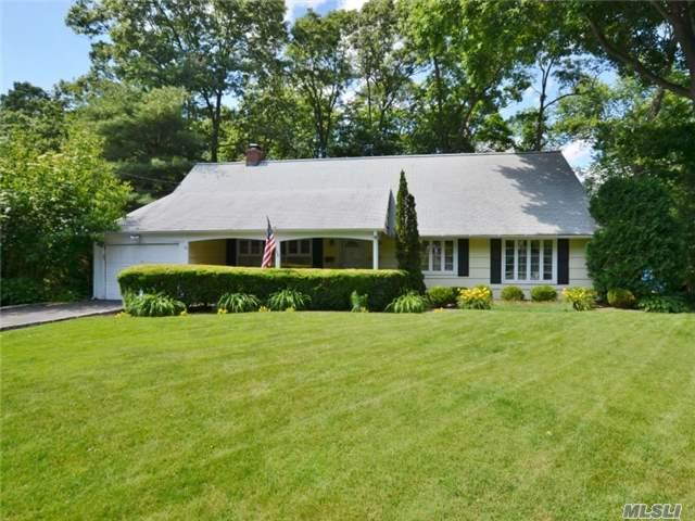 21 Lewis Ct Huntington Station, NY 11746