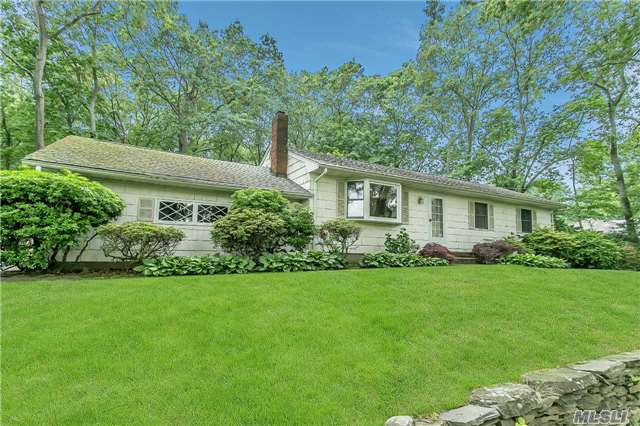 42 Richie Ct, Saint James, NY 11780