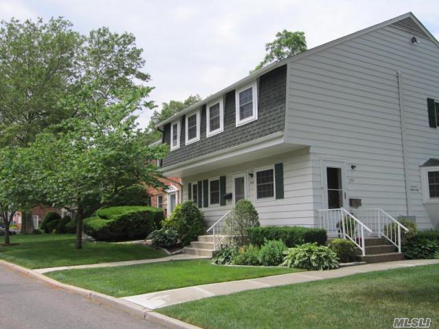 251 Village Dr, Hauppauge, NY 11788