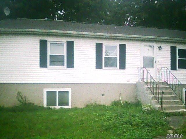 63 Carver Blvd, Bellport, NY 11713
