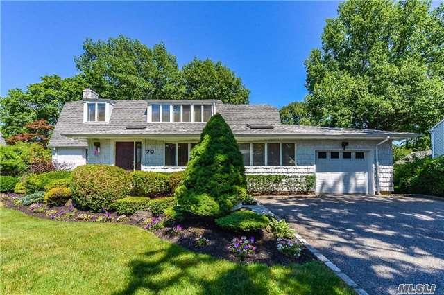 70 Village Rd Roslyn Heights, NY 11577