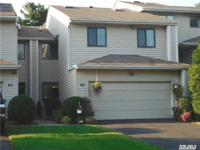 4 Chestnut Ln, Woodbury, NY 11797