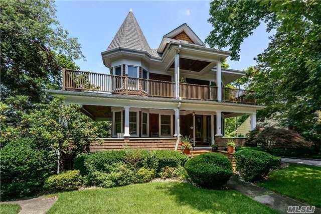 11 Reid Ave, Port Washington, NY 11050