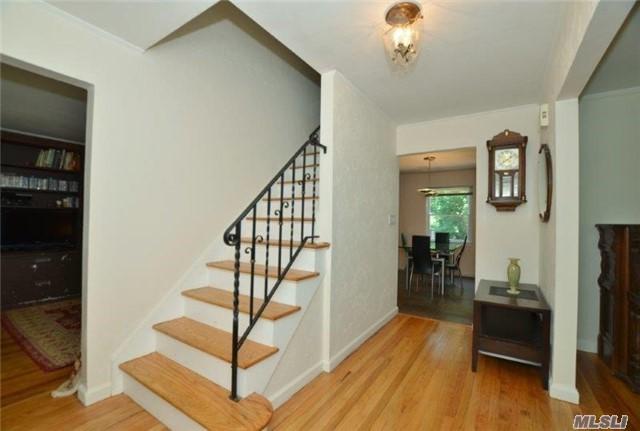 34 Conklin Lane, Huntington, NY 11743