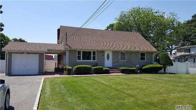 84 1st St Brentwood, NY 11717