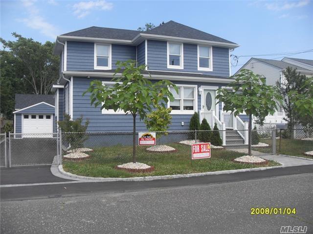 19 Burnett Ave Bay Shore, NY 11706