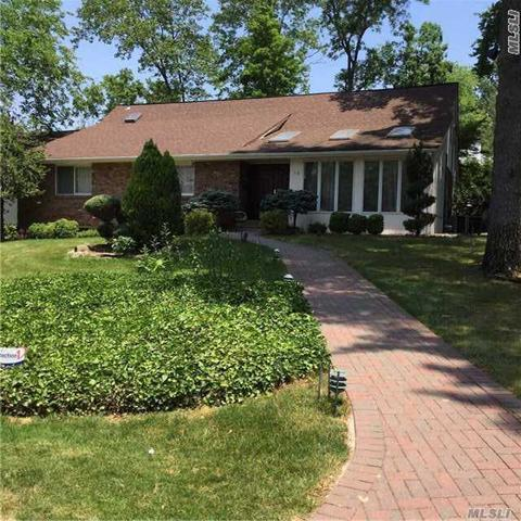 15 Shady Brook Rd, Kings Point, NY 11024