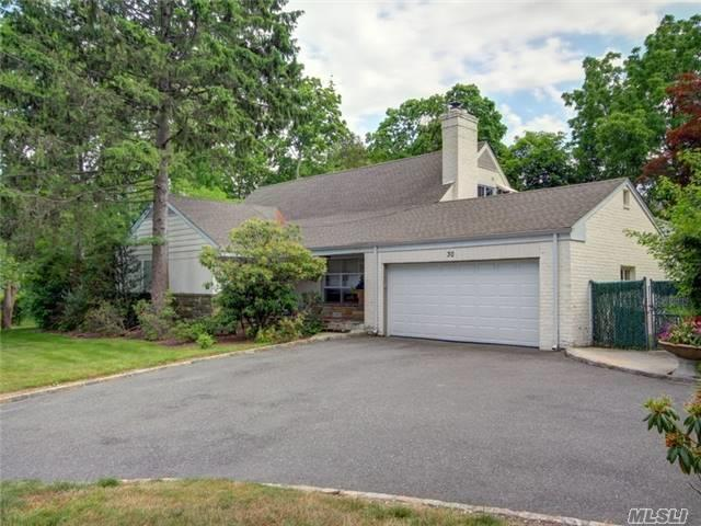 30 Town Path Roslyn, NY 11576