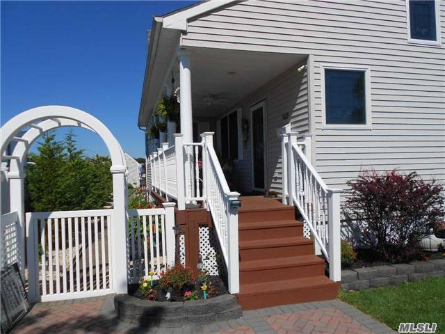 28 Argyle Lane, Patchogue, NY 11772