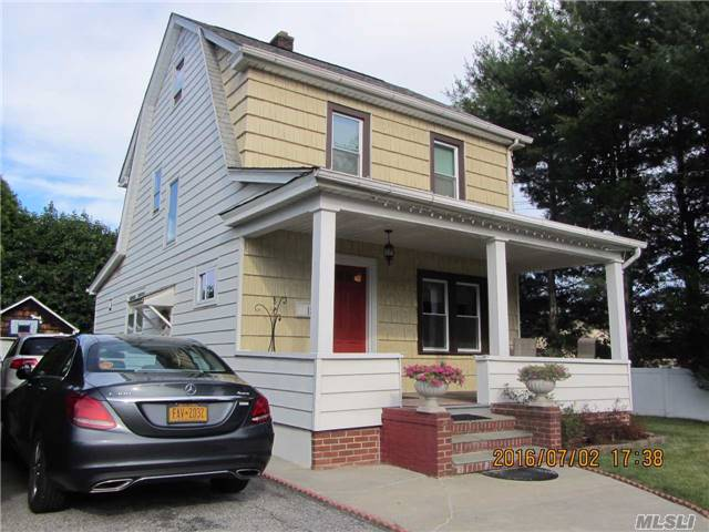 18 Garfield Place, Roslyn Heights, NY 11577