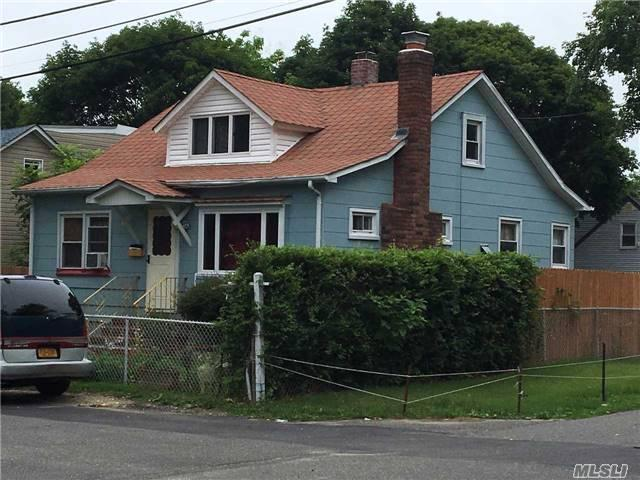 1 Bridger Blvd, Central Islip, NY 11722