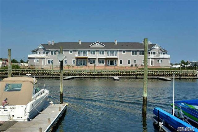 35 Ocean Watch Ct #35, Freeport, NY 11520
