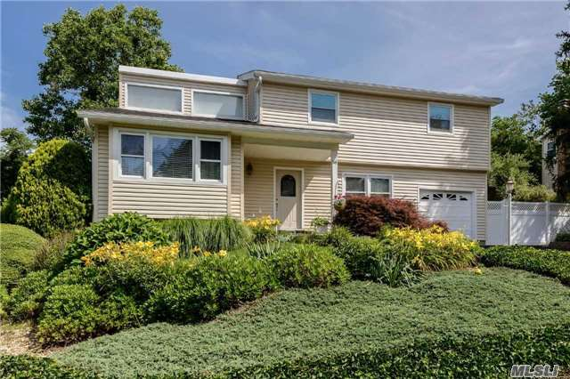 56 Peerless Dr, East Norwich, NY 11732