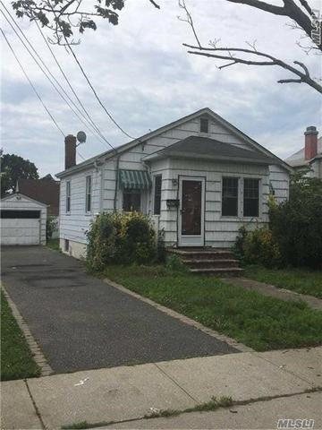 216 Oak St, Massapequa, NY 11758