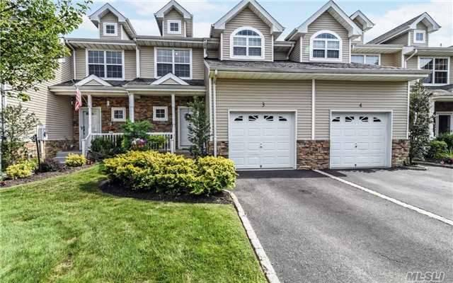 3 Terrace Ln, Patchogue, NY 11772