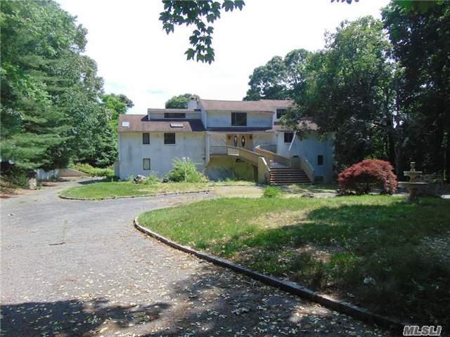 4 Southview Ct, Lloyd Harbor, NY 11743