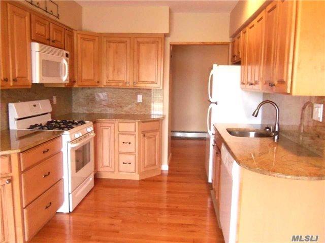 210 W End Avenue #8A, Freeport, NY 11520