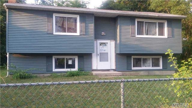 31 Essex St, West Babylon, NY 11704