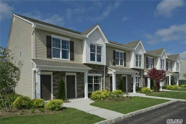 54 Weatherby Ln #54, Central Islip, NY 11722