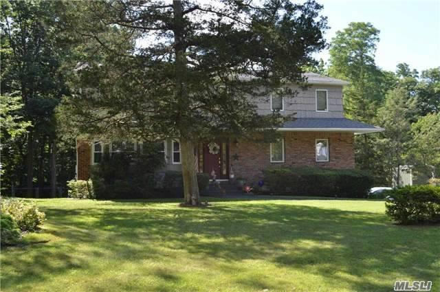 6 Spruce Cir, Farmingville, NY 11738