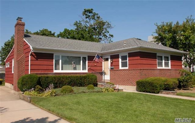 503 Ayers Pl, Oceanside, NY 11572