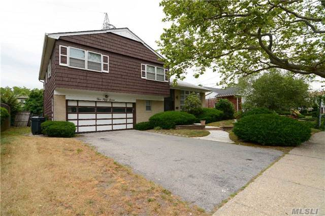 557 Amherst Drive, Woodmere, NY 11598