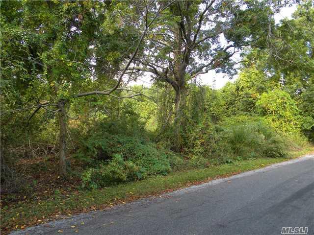 1525 Greenway E, Orient, NY 11957