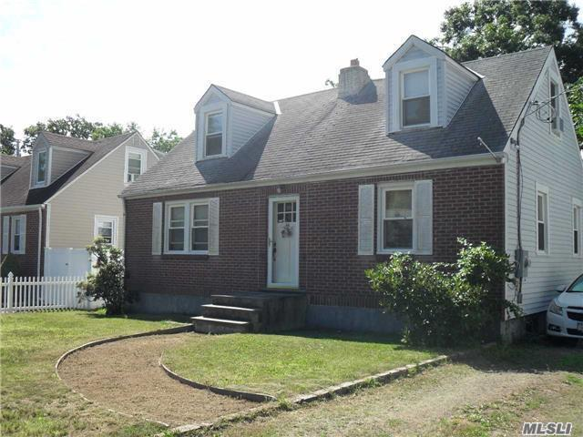 46 E 19th St, Huntington Station, NY 11746