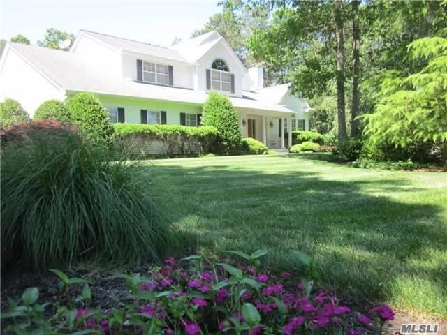 4 Frontier Trl, Manorville, NY 11949