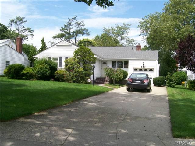 447 Derby Rd, Baldwin, NY 11510