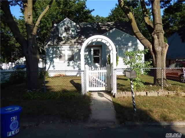 63 Floyd St, Deer Park, NY 11729