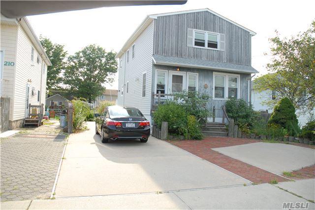 206 Gordon Pl, Freeport, NY 11520