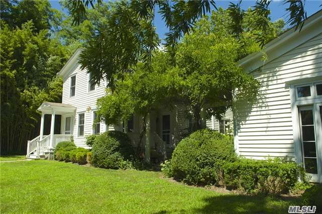821 S Country Road, E. Patchogue, NY 11772