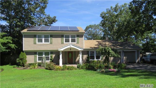 109 Stonehurst Ln, Dix Hills, NY 11746