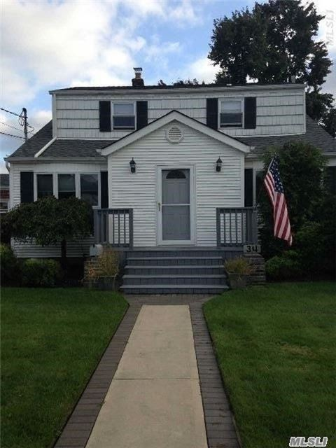 34 Caroline Street, Bethpage, NY 11714