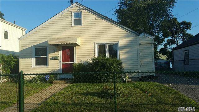 12 Byrd St, Hempstead, NY 11550