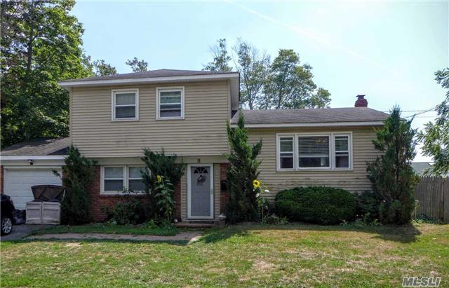11 Brook St, Patchogue, NY 11772