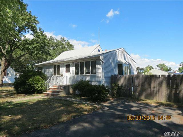 212 14th Ave, West Babylon, NY 11704