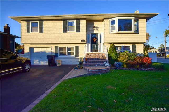 37 Westminster Ln, West Islip, NY 11795