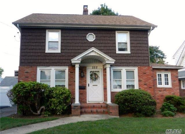 252 Wellington Rd, Mineola, NY 11501
