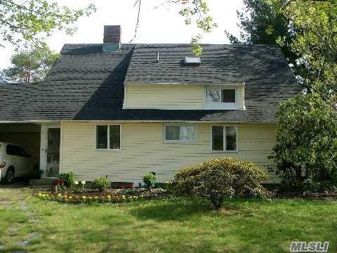 90 Bobwhite Ln, Hicksville, NY 11801