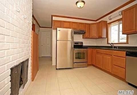 90 Bobwhite Lane, Hicksville, NY 11801