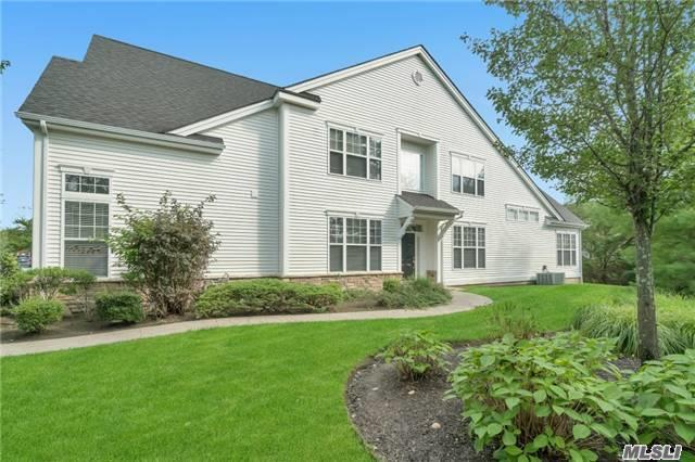 150 Encore Blvd, Eastport, NY 11941