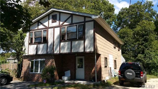 53 Hounslow Rd, Shirley, NY 11967